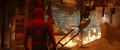 Hombre Araña viendo la tienda destruida