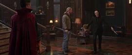 Loki a punto de atacar a Strange