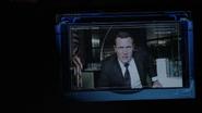 Mace dándole nuevas órdenes a Coulson
