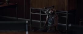 Rocket habla con Stark sobre Thor