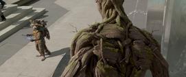 Rocket hablando con Groot