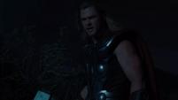 Thor amenaza a Loki - TA