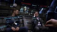 Coulson, Hunter y Fitz viendo un holograma de Strucker y List
