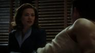Carter conversa con Sousa atado