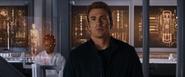 Rogers viendo a Bucky congelándose