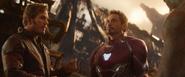 Stark escucha el plan de Quill