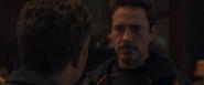 Stark le dice el estatus de los Vengadores a Banner