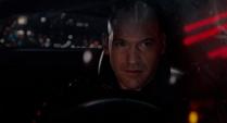 Cross habla con Hope desde su auto