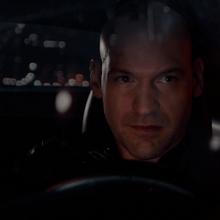 Cross habla con Hope desde su auto.png