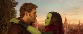 Quill y Gamora bailando
