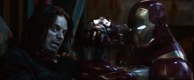 Stark peleando con Bucky