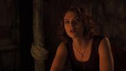 Natasha aparece delante de Bruce