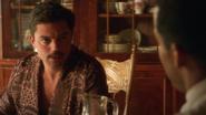 Stark habla con Wilkes sobre el empleo