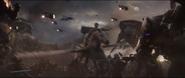 Brunnhilde y Aragorn atacan a los enemigos en la Batalla de la Tierra