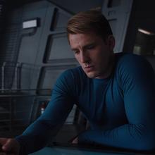 Steve Rogers viendo las cartas de Coulson.png