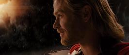 Thor sonríe por Foster a distancia