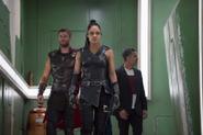 Valquiria guiando a Thor y Banner