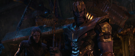 Thanos y Glaive ven a Heimdall