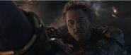 Stark roba las Gemas de Thanos
