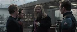 Thor quiere usar el Nano Guantelete