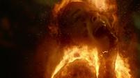 Aida es destruida por las llamas de Coulson