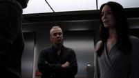 Aida le explica su propósito a Fitz