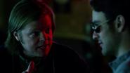 Nelson habla con Murdock en el Bar de Josie