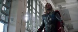 Thor de 2012 busca a Loki