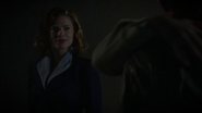 Carter habla con Stark después de aterrizar
