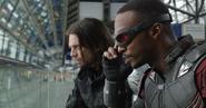 Falcon y Bucky ocultos de la batalla