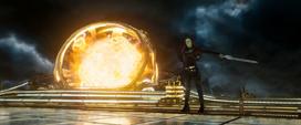 Gamora usa su espada