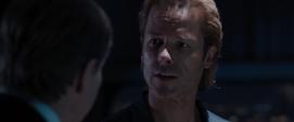 Killian le habla a Ellis de sus planes