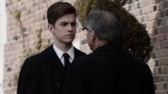 Malick asiste al funeral de su padre