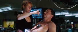 Potts ayuda a Stark