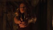 Natasha apunta a Bruce