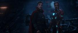 Stark advierte a Parker sobre las referencias