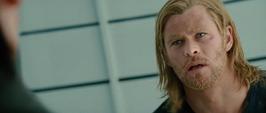 Thor se informa por Loki del fallecimiento de Odín