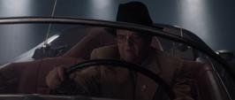 Zola usa el auto de Schmidt