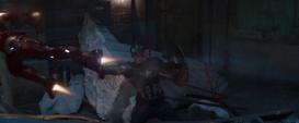 Rogers intenta detener a Stark