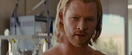 Thor recibe ropa de Jane Foster
