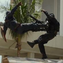 Capitán América golpea a un soldado.png