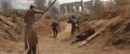 Romanoff y Okoye ayudan a Wanda