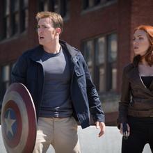 Capitan America y Natasha Romanoff en el puente.png