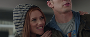 Romanoff aparenta ser pareja de Rogers