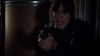 Skye amenaza a Coulson
