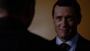 Mace habla con Coulson sobre S.H.I.E.L.D.