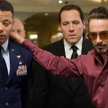 Rhodey viendo a Stark jugar casino.png