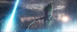Groot trata de escapar del láser del Santuario II