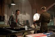 Stark y Rogers hablando del escudo