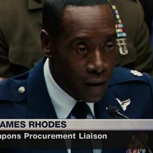 Rhodes declaranco en la audiencia.png